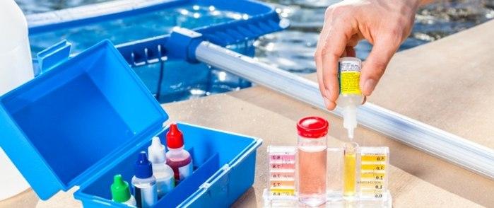 Как измерить содержание хлора или рН в воде бассейна?