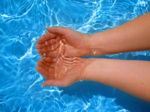 Стоимость дезинфекции воды бассейна хлором на рынке Украины