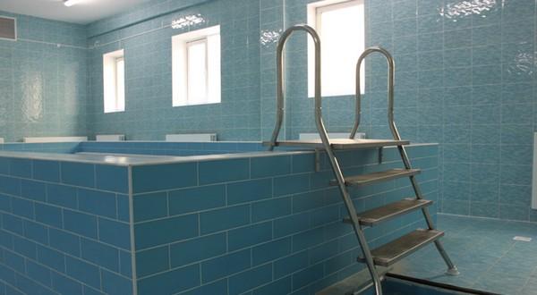 Как подобрать лестницу для бассейна?