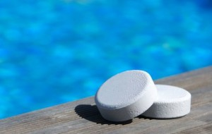 Как упростить дезинфекцию воды бассейна?